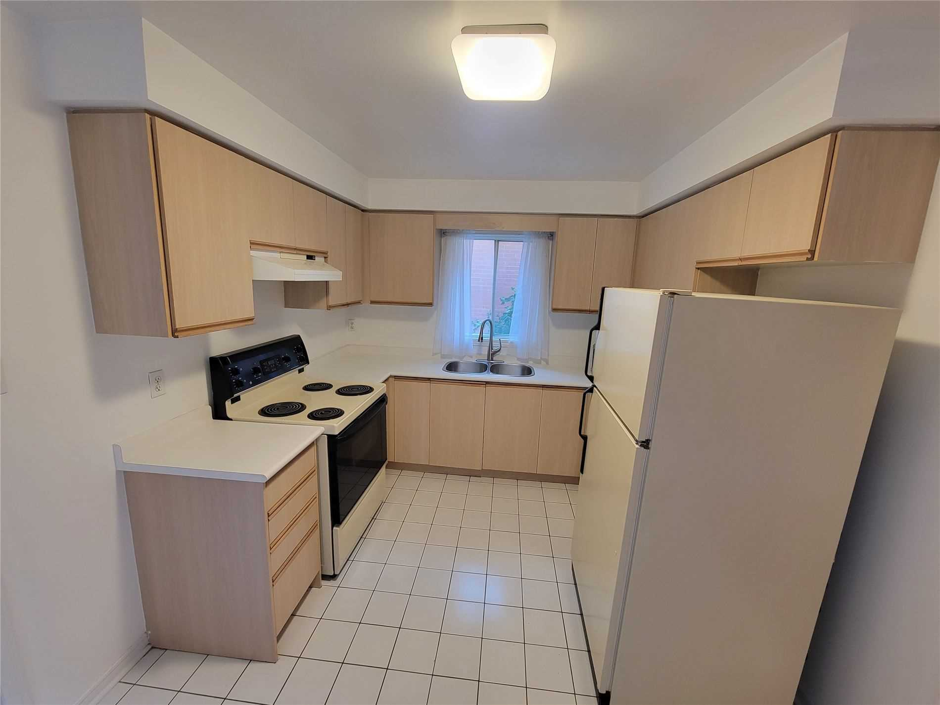 Detached house For Lease In Mississauga - 2912 Gulfstream Way, Mississauga, Ontario, Canada L5N6J9 , 3 Bedrooms Bedrooms, ,2 BathroomsBathrooms,Detached,For Lease,Gulfstream
